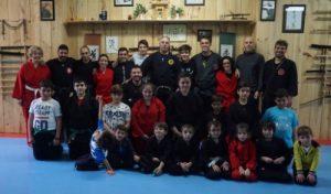 Clase de artes marciales con niños